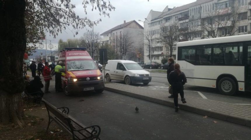 FOTO – Independenței : Un bărbat a fost lovit de o mașină, pe trecerea de pietoni