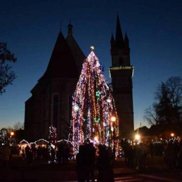 În ajun de Moș Nicolae se aprind luminițele și se deschide târgul de Crăciun!