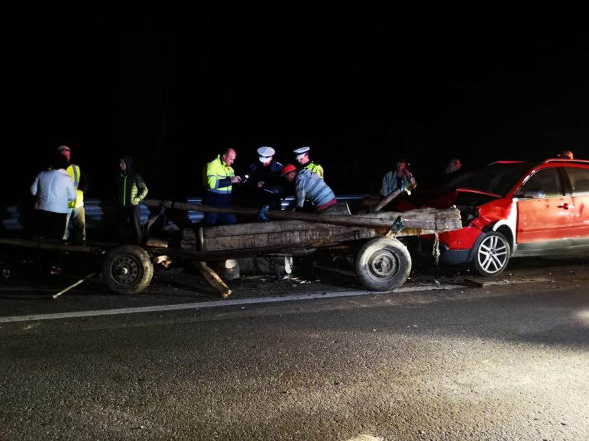 FOTO/VIDEO – Accident grav la Nepos! O mașină s-a ciocnit cu o căruță, un tânăr a decedat