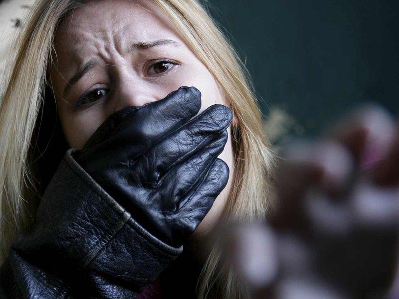 Un bistrițean a fost arestat după ce a răpit o tânără în plină stradă