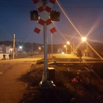 După un an jumătate de la tragedie, au montat semaforul în Viișoara! Dar n-au reușit să-l pornească