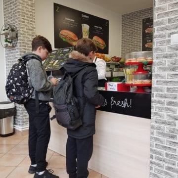 AVERTISMENT: Sandwich-urile și salatele ZIMMO creează dependență! Le găsiți acum pe B-dul Independenței din Bistrița!