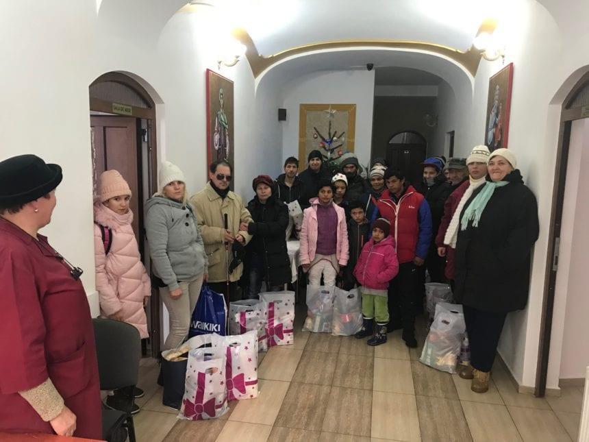 """FOTO: Bucurie mare pentru peste 180 de familii nevoiaşe din judeţ, graţie Asociației """"Filantropia Ortodoxă"""""""