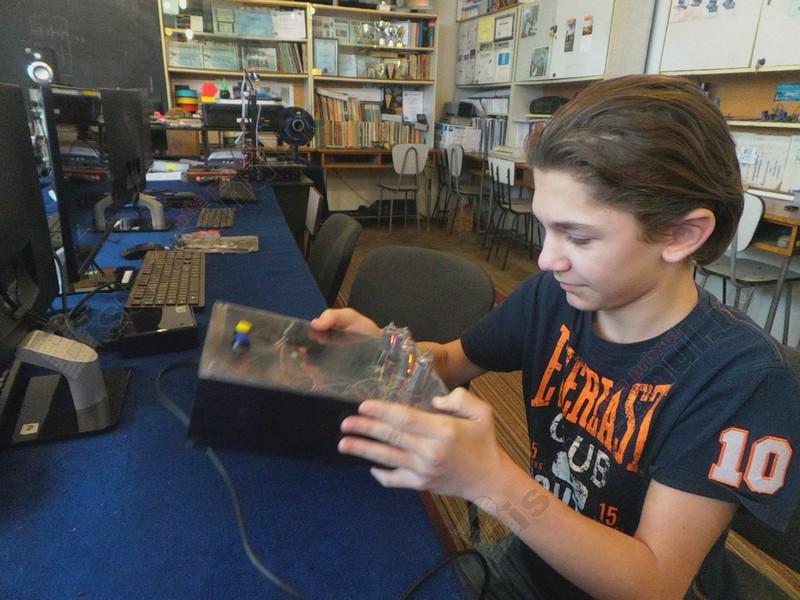 VIDEO:  La doar 14 ani, Ionuţ străbate zilnic zeci de kilometri, de dragul pasiunii sale
