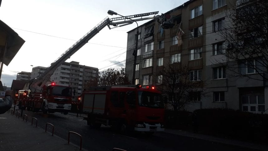 A murit bărbatul care s-a prăbușit de la etajul 4 și și-a aruncat în aer locuința