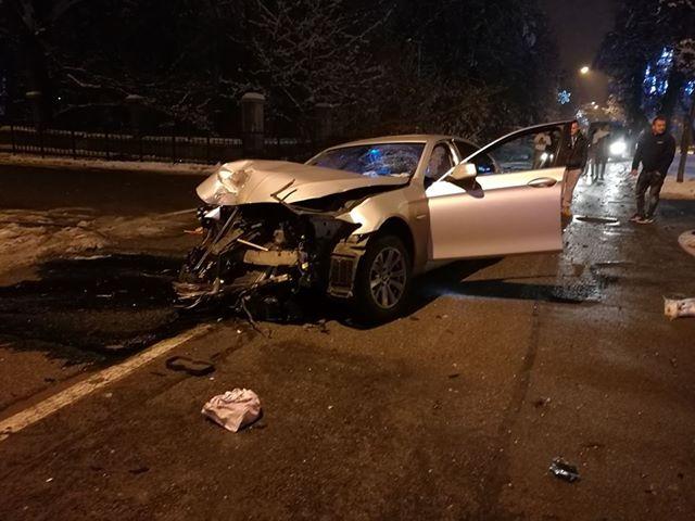 Șoferul ce și-a abandonat BMW-ul făcut praf pe Republicii s-a ales cu dosar penal. Ce infracțiune a comis: