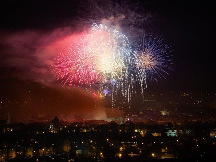 FOTO/VIDEO: Spectaculoase artificii și bijuterii muzicale, de 1 Decembrie, la Bistrița!