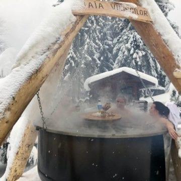 FOTO/VIDEO:  În costume de baie, în zăpadă, în creierii munților!