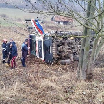 FOTO – O betonieră s-a răsturnat între Lechința și Matei