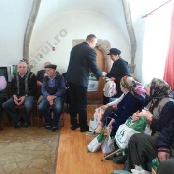 FOTO:  Cizme de iarnă pentru cei de la Azilul de bătrâni din Bistriţa