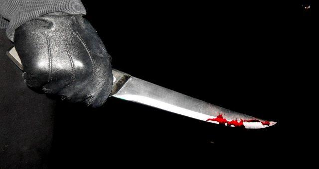 AMENINȚATĂ cu cuțitul! Pățania periculoasă a unei vânzătoare