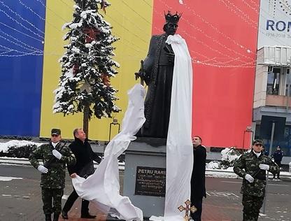 FOTO/VIDEO: Statuia lui Petru Rareș, dezvelită azi la Bistrița
