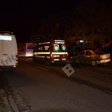 VIDEO – Lovită de mașină, după ce a trecut aiurea strada. Aventurile unei sucevence, în Beclean