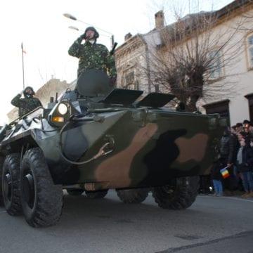 FOTO/VIDEO – Mii de bistrițeni au înfruntat gerul pentru a admira cele mai noi dotări ale Armatei Române