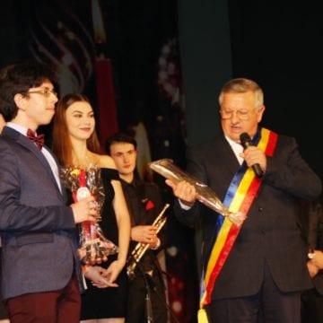 EXTRA: Premiile municipiului Bistriţa, pentru cei care au făcut cinste oraşului în 2018