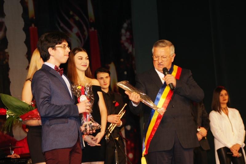 Premiile municipiului Bistriţa se decernează vineri, la Palatul Culturii