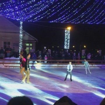 FOTO/VIDEO. Eminescu să ne judece! O feerie de lumini, campioane mondiale și hituri pe patinoarul din parc