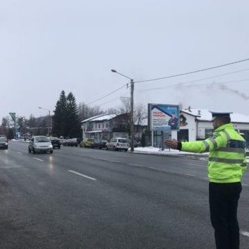 Opriți în trafic, ca să le dea polițiștii…cadouri!