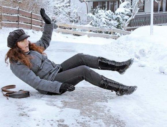 ATENȚIE la ghețuș și polei! Peste 100 de persoane au ajuns la spital cu fracturi și entorse!