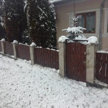 Pe Bârgău: Drumarii ne distrug gardurile! Lăsați-o mai încet!