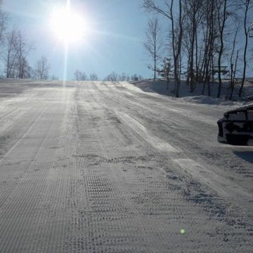 Pregătiți-vă schiurile! Mâine se deschide Pârtia de pe Dealul Cocoș!