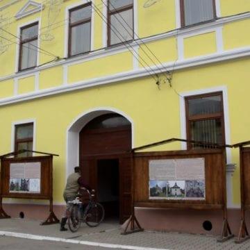 Comuna unde în fiecare lună apar câte 5 bolnavi psihic. Comunitatea romă a ajuns să facă rost de venituri frumușele cu certificate de handicap