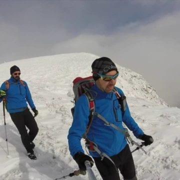 Cu tot riscul de avalanșe, iubitorii de munte se avântă pe creste!