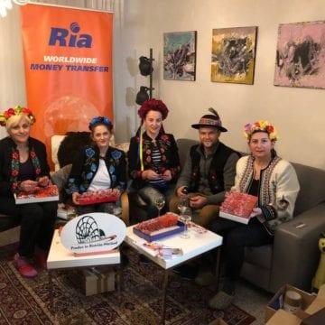 """VIDEO:  14.000 de mărțișoare """"Produs în Bistrița-Năsăud"""" – pentru românii și bulgarii din Germania și Spania!"""