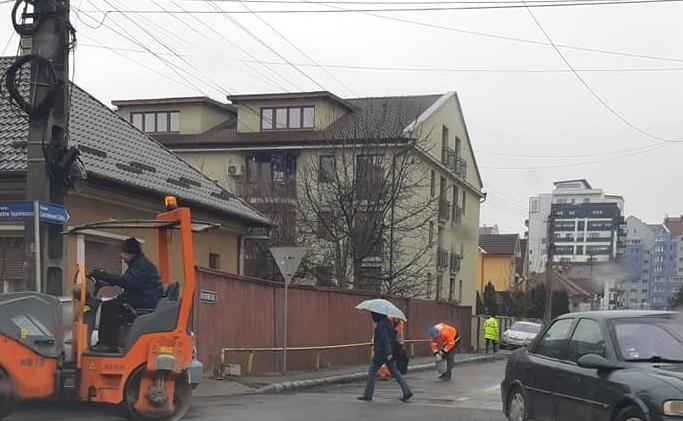 La Bistrița, asfaltarea merge cel mai bine, pe ploaie!