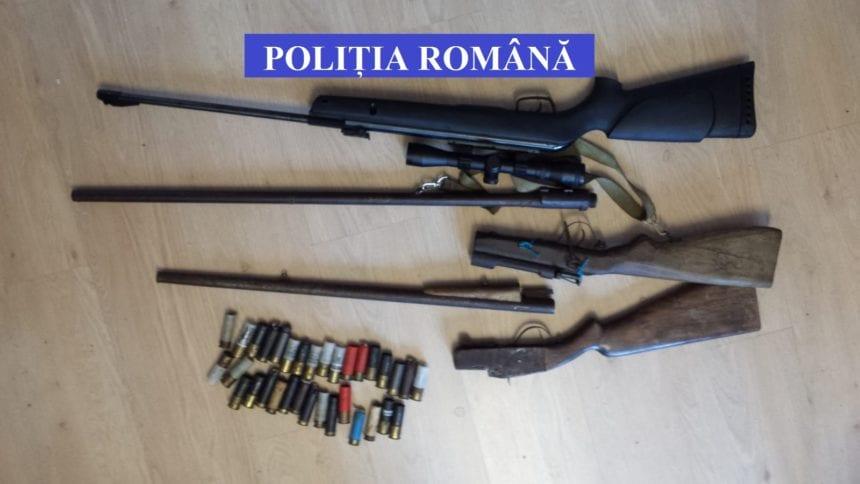 Chemat să dea cu subsemnatul periodic la poliție, după ce i-au găsit arme și cartușe în casă