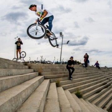 Acrobaţii pe biciclete, poezii, dans şi muzică la Năsăud, pentru o cauză nobilă