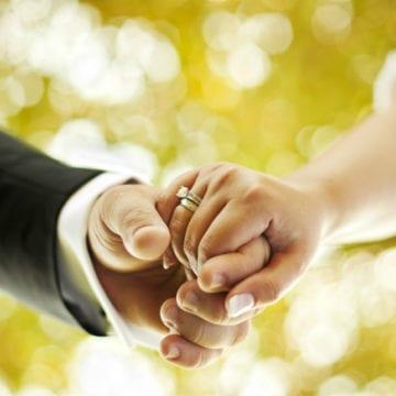 Patru cupluri își vor primi înapoi banii dați Primăriei ca să-i cunune