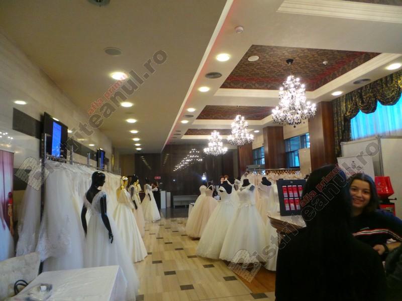 FOTO/VIDEO:  Surprize pentru tinerii care visează la nunta perfectă! S-a deschis Bistrița Mariage Fest