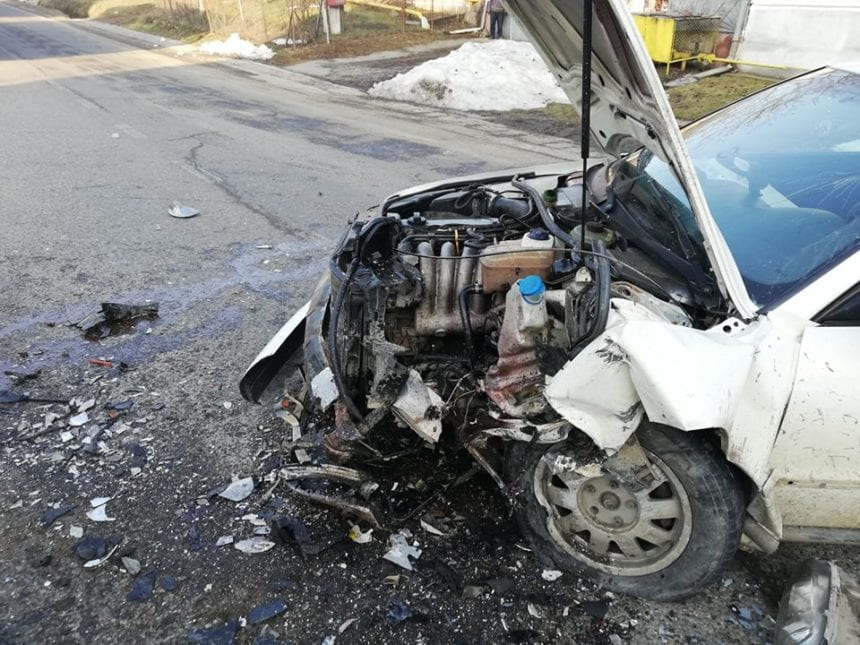FOTO – Accident cu scandal în Sigmir, după ce un sucevean a fost luat prin surprindere de o…curbă