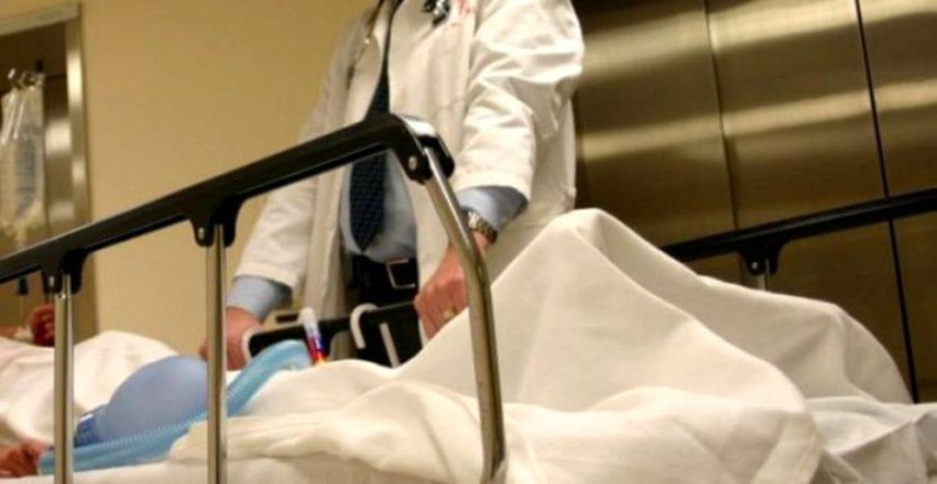 """VIDEO – Vor un job bine plătit de asistent medical, dar n-au nici măcar BAC-ul. Culmea, """"anomaliile"""" sunt permise de lege"""