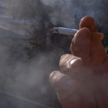 A fost surprins fumând la locul de muncă și s-a ales cu o amendă