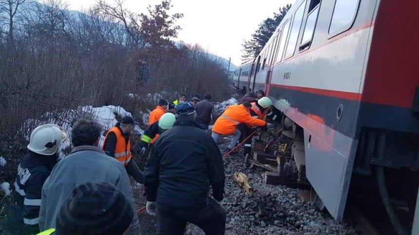 FOTO/VIDEO Un tren a deraiat la intrare în Domnești. Traficul feroviar în zonă este oprit total