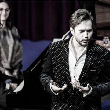 VIDEO: Cel mai tânăr director a cântat de dragul doamnelor și domnișoarelor din Bistrița!
