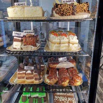 Cine iubește prăjiturile cofetăriei Polaris din Beclean? Le găsiți acum în Bistrița, la Zimmo!