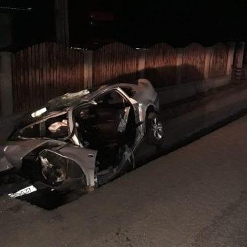 FOTO – A adormit la volan și a lovit un cap de pod în Tureac. Mașina – transformată într-un morman de fiare