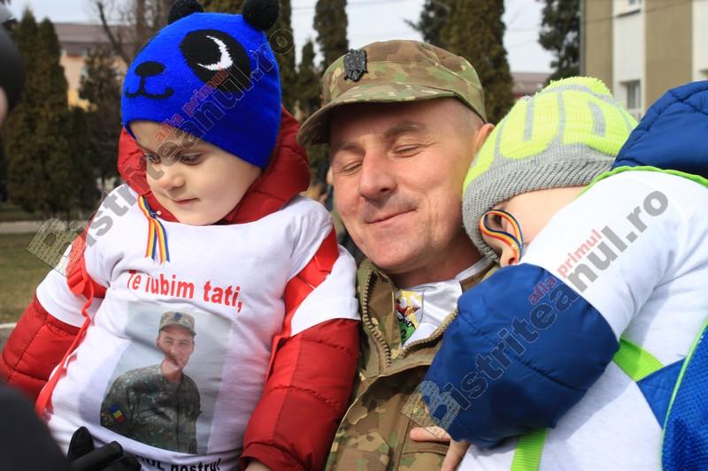 FOTO/VIDEO EMOȚIONANT: Tati, te iubim! Ești eroul nostru!