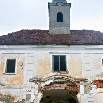 VIDEO Când va putea fi vizitat castelul conților Teleki de la Posmuș și ce au descoperit constructorii