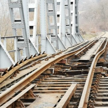 FOTO – CFR susține că traficul feroviar a fost reluat pe tronsonul afectat de deraiere. Cum arată calea ferată