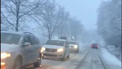 FOTO/VIDEO: Greu la deal, greu și la vale, când vine iarna…prin surprindere!
