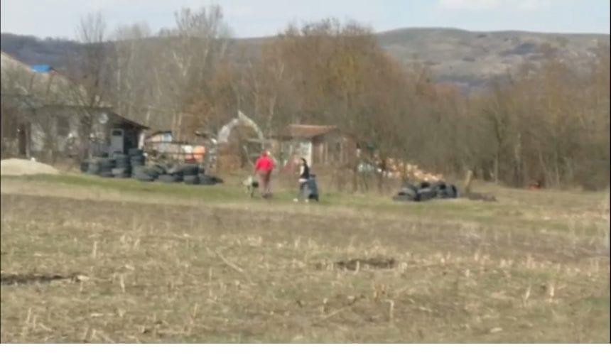 VIDEO: Dacă e proprietate privată terenul, și râul curge pe acolo, e normal să arunce gunoaiele pe mal