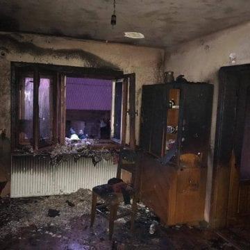 FOTO: A încercat să facă foc în sobă, dar a incendiat casa familiei. Pățania periculoasă a unui copil de 10 ani