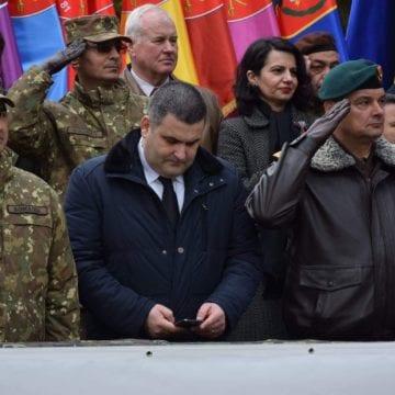 Ministrul Leș regretă lipsa de respect arătată militarilor la Bistrița