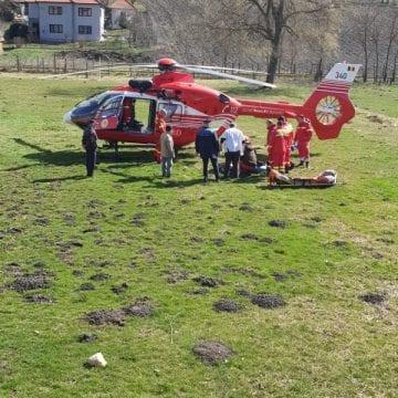 VIDEO – Elicopterul SMURD chemat pentru un bărbat ce s-a tăiat cu drujba