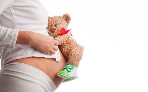 """ȘOCANT – Efectele nevăzute ale """"școlii online"""": Trei eleve de clasa a VII-a, însărcinate!"""