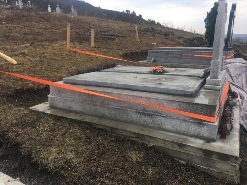 FOTO/VIDEO: O iau mormintele la vale, în Sângeorzu Nou